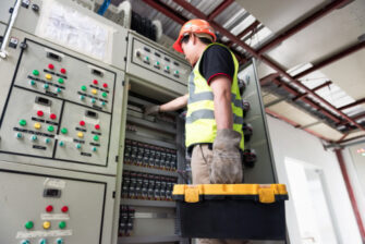 5 Benefits of Hiring Emergency Electrical Services